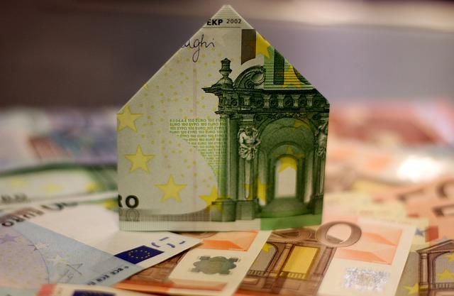 eura, domeček z peněz