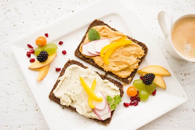 chléb s pomazánkou