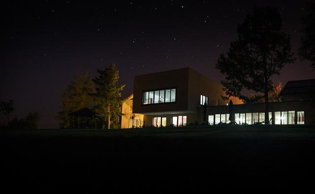 noční fotografie budovy.jpg