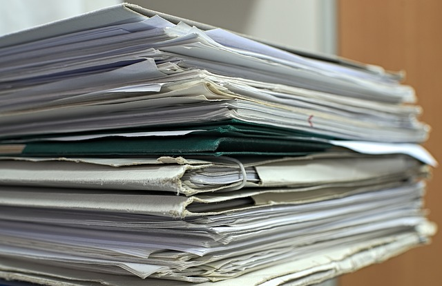 dokumenty v deskách