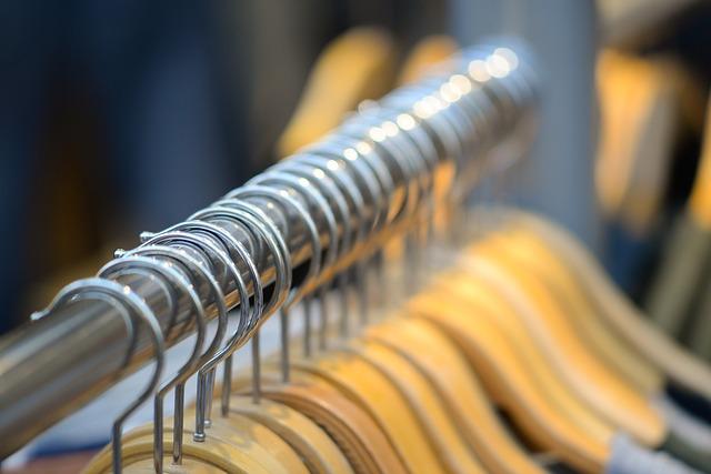Vhodná skříň na oblečení