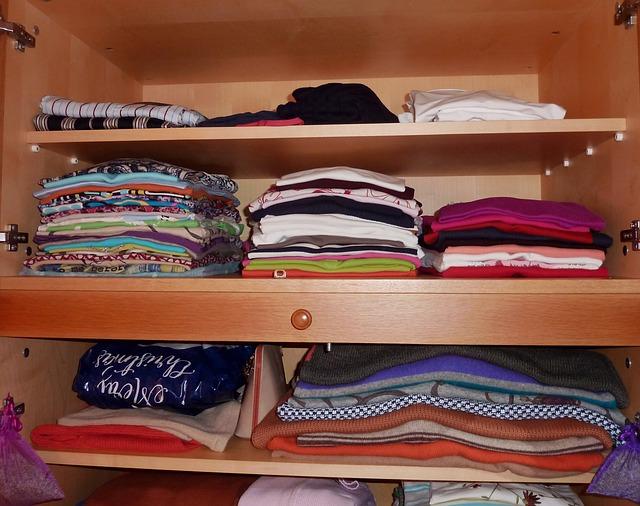 věci ve skříni